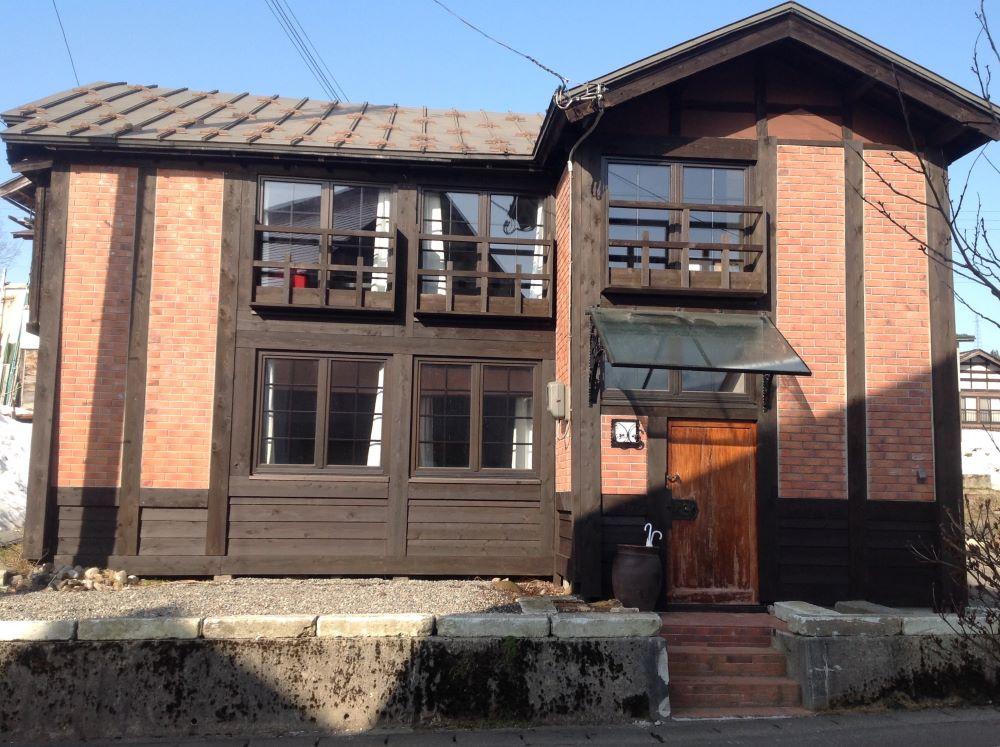 カールベンクス古民家ゲストハウスはほくほく線まつだい駅から徒歩6分