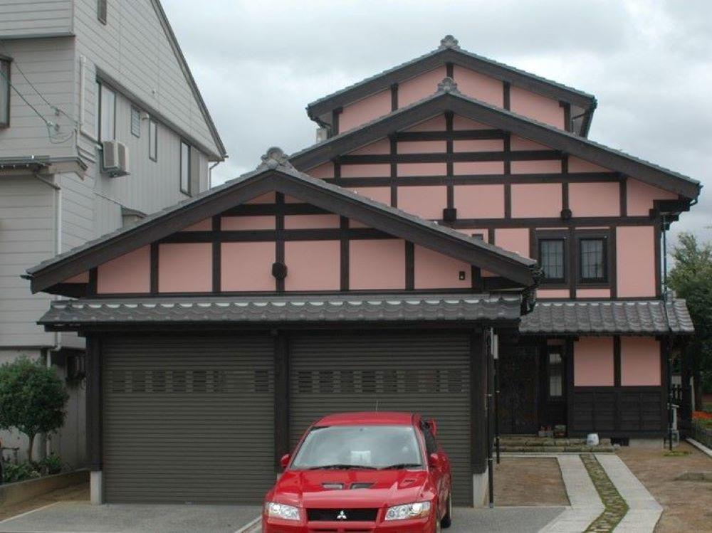 ドイツ人建築デザイナー、カール・ベンクスにより再生された古民家の外観